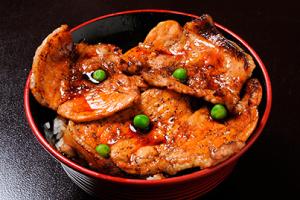 ⑥豚丼のぶたはげ 帯広本店